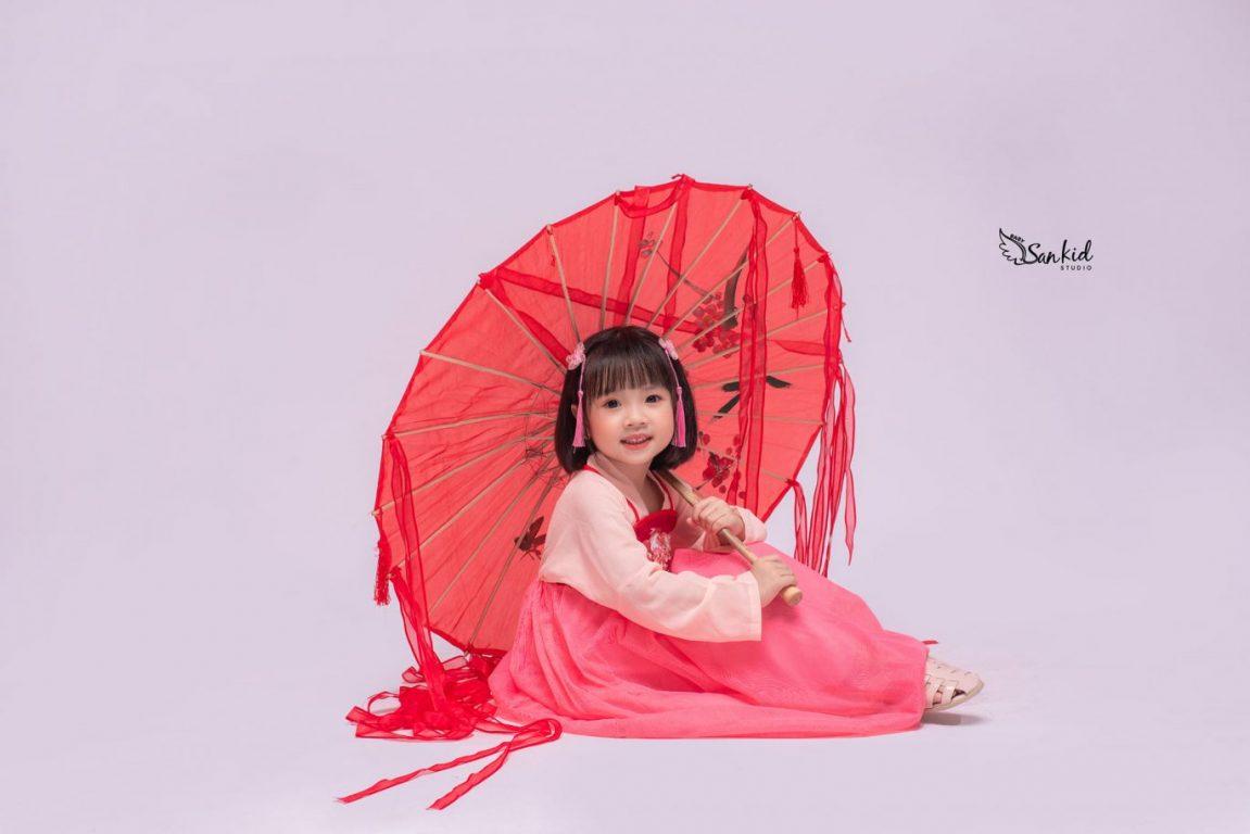 Chụp ảnh nghệ thuật cho bé cùng trang phục cổ trang độc đáo