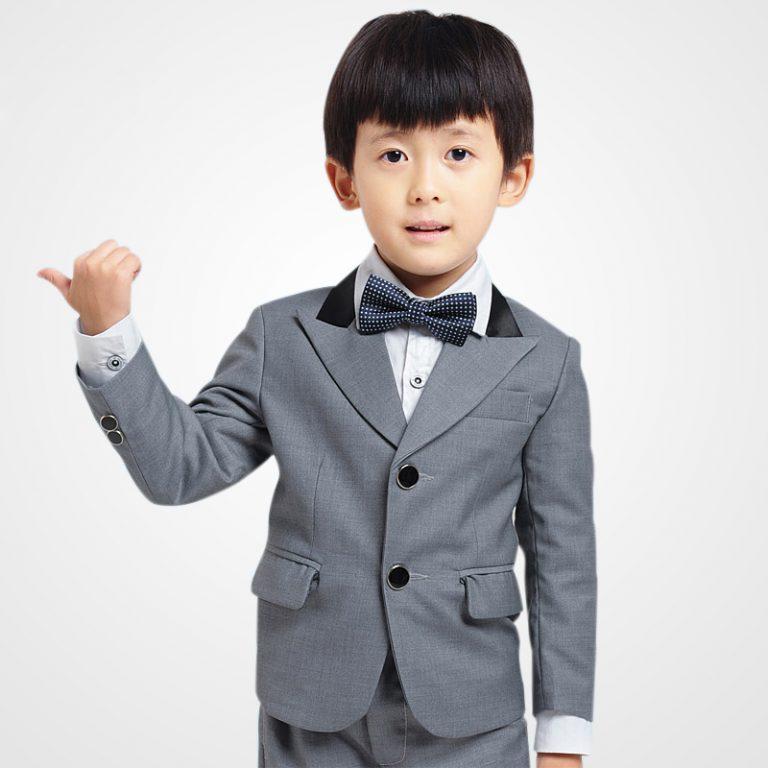 Phối đồ cho bé trai với vest giúp các bé trông lịch lãm và trưởng thành