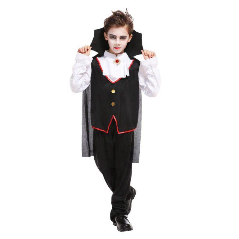 Bá tước Dracula là trang phục Halloween cho bé trai ấn tượng
