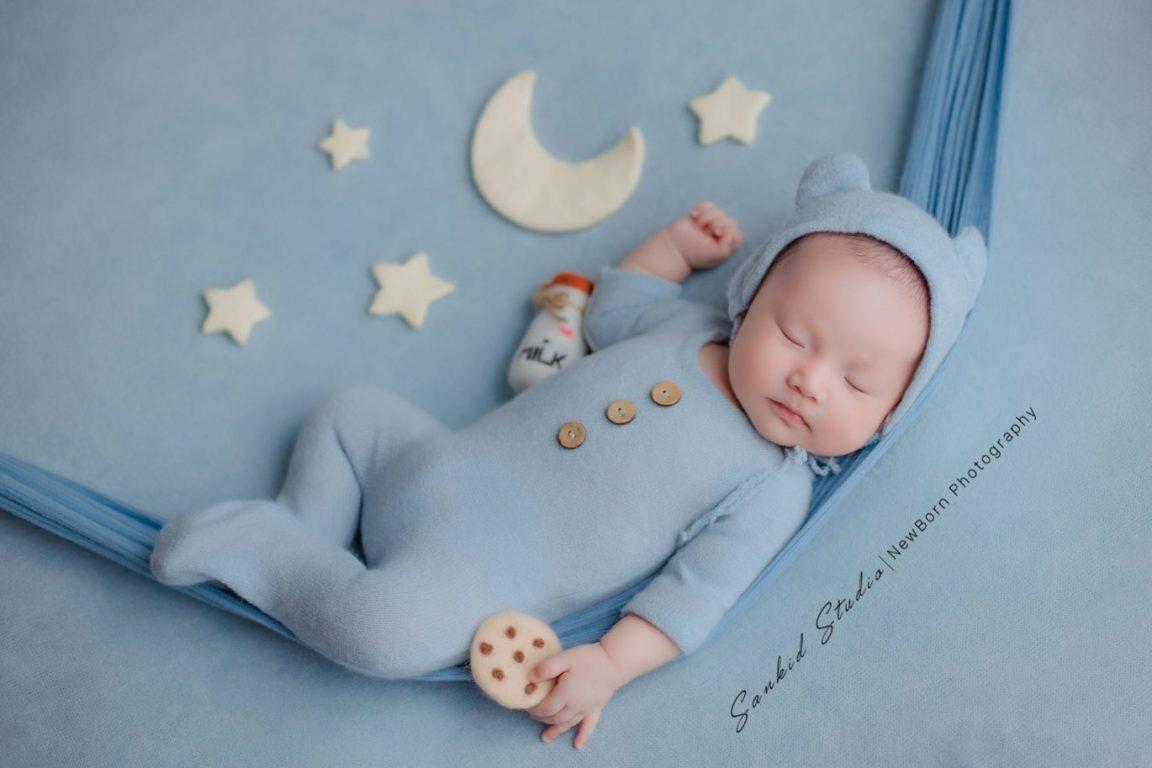 Những lưu ý chọn trang phục cho bé khi chụp hình sơ sinh