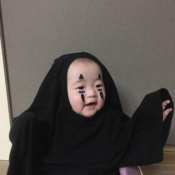 Sắc thái dễ thương bé khi hóa thân Vô Diện trong đêm hội Halloween