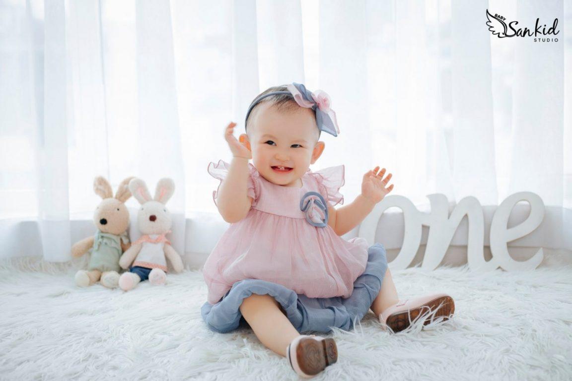 Hình ảnh em bé gái đáng yêu