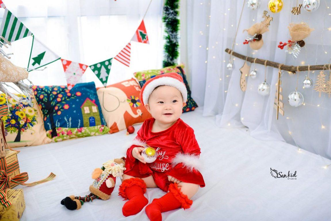 Hình ảnh bé biến thành ông già Noel đẹp nhất 2020