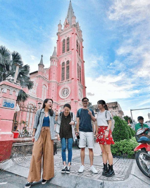 Chụp ảnh gia đình đẹp ở Nhà thờ Tân Định đẹp như trời Âu giữa quận 3 Tp HCM