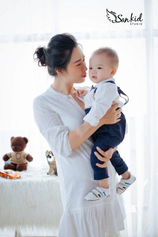 Hình ảnh mẹ và bé dễ thương