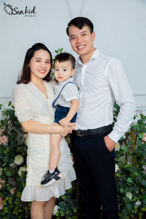 Hình ảnh gia đình 3 người hạnh phúc