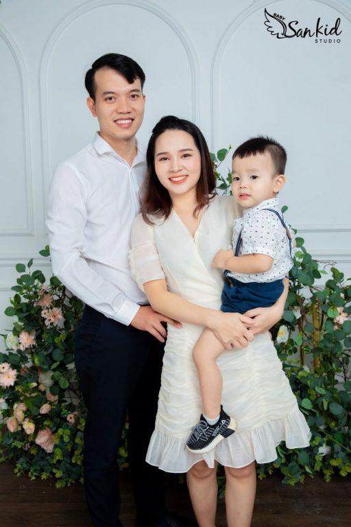 Hình ảnh gia đình 3 người hạnh phúc tình bể bình